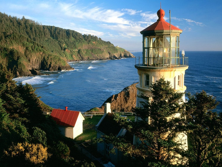 beautiful heceta head lighthouse view